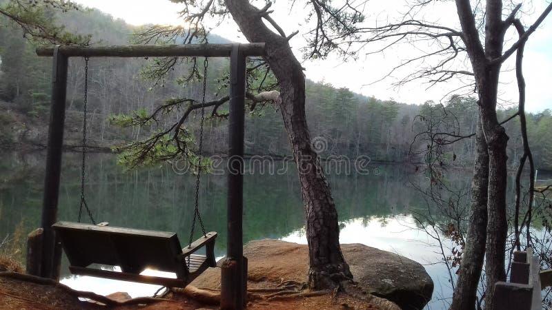 Loveseat jeziorem obrazy royalty free