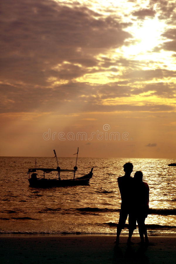Download Loving Couple On Beach Royalty Free Stock Photography - Image: 1733617
