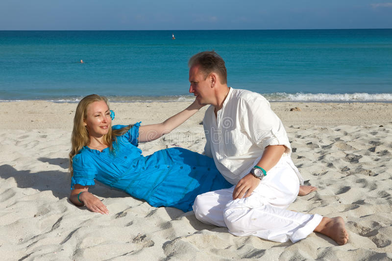 Loving couple on the seashore, Cuba, Varadero stock images