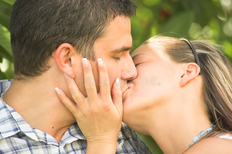 learn how to kiss a boy for the first time