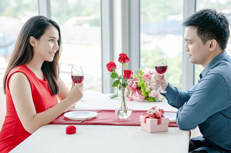 Loving Young Couple over Date stock foto's