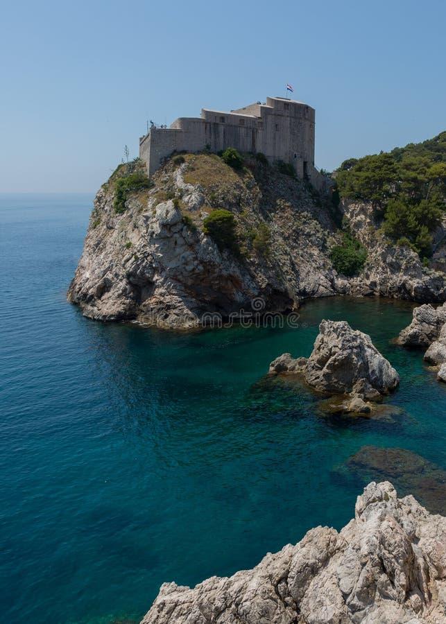 Lovrijenac ed il mare adriatico fotografie stock