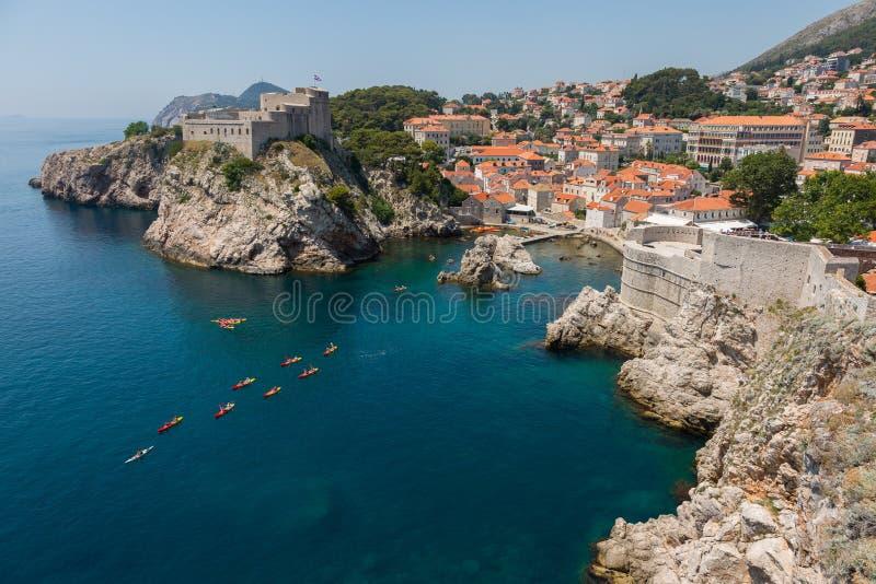 Lovrijenac und Dubrovnik-Stadtmauer stockbilder