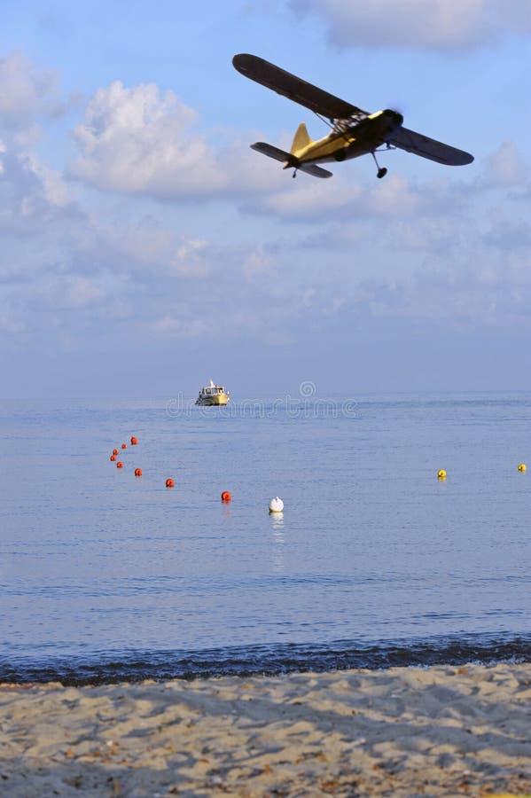 Download Low-flying stock photo. Image of pleasure, peaceful, ocean - 11054834
