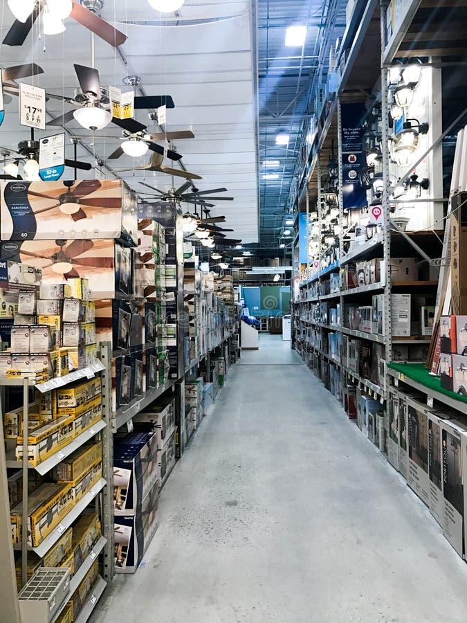 Lowe ` s住所改善商店照明设备部门 库存照片