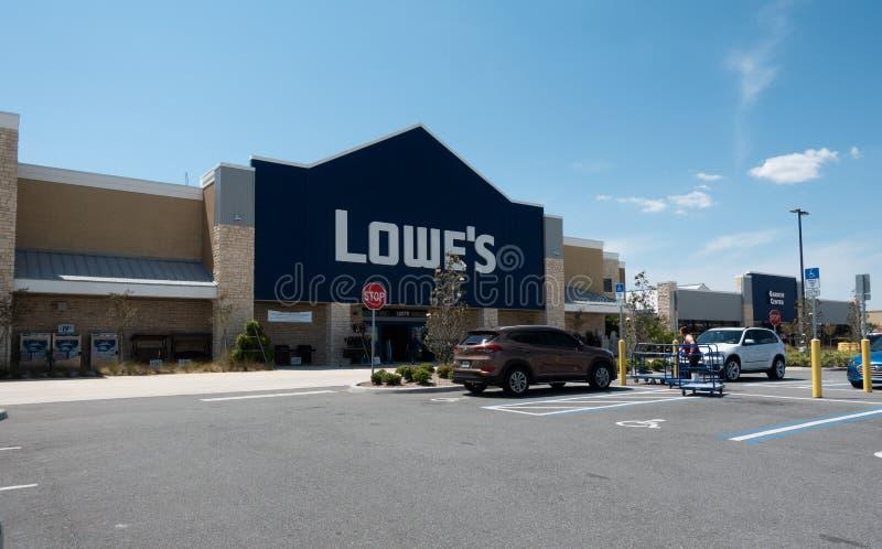 Lowe's är ett amerikanskt återförsäljnings- maskinvaruföretag fotografering för bildbyråer