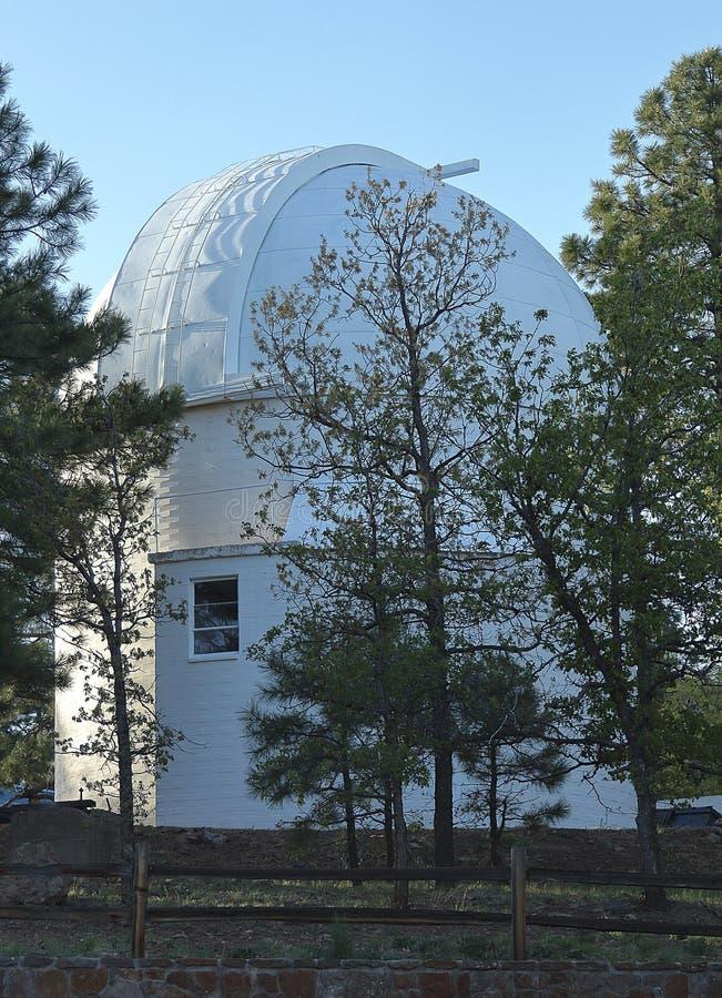 Lowell Observatory fördärvar på kullen i flaggstång arkivfoton