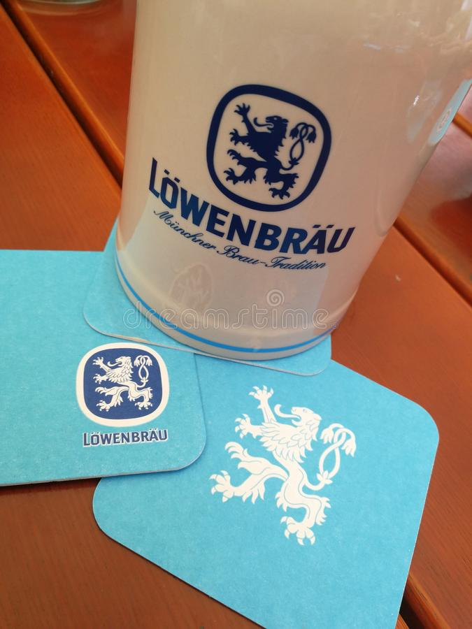 Lowenbrau-Bierbierkrug lizenzfreie stockfotos