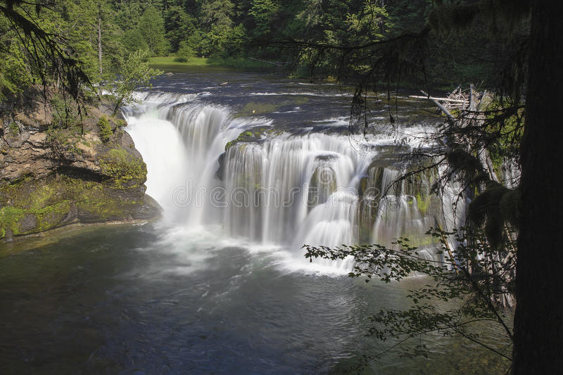 Download Lower Lewis River Falls Royalty Free Stock Images - Image: 31994299