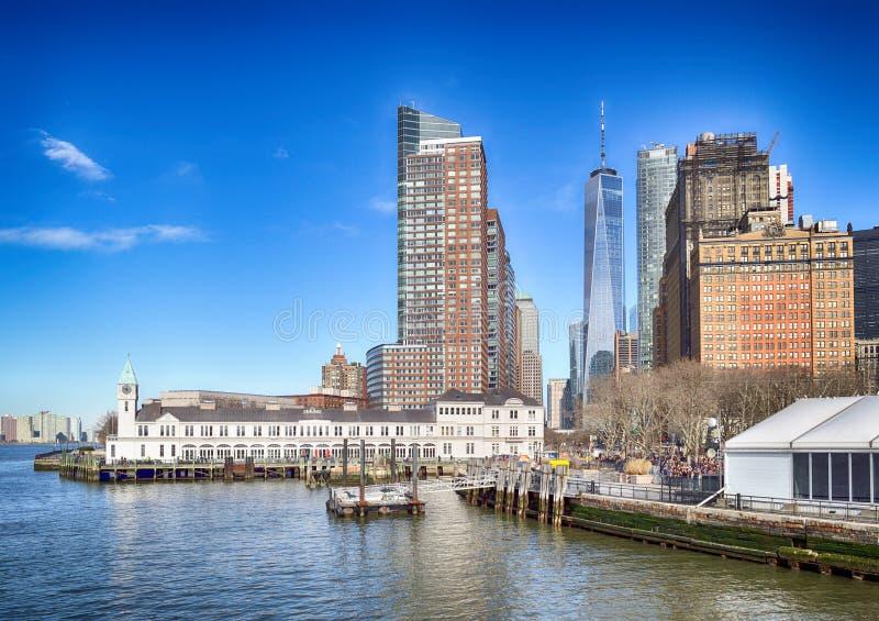 Lower Manhattan en el día soleado imagen de archivo