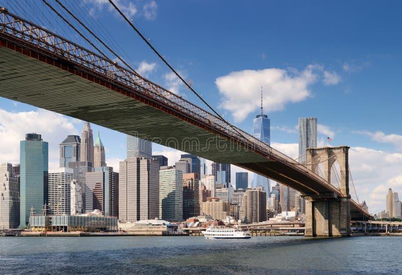 Lower Manhattan en el d?a soleado foto de archivo libre de regalías