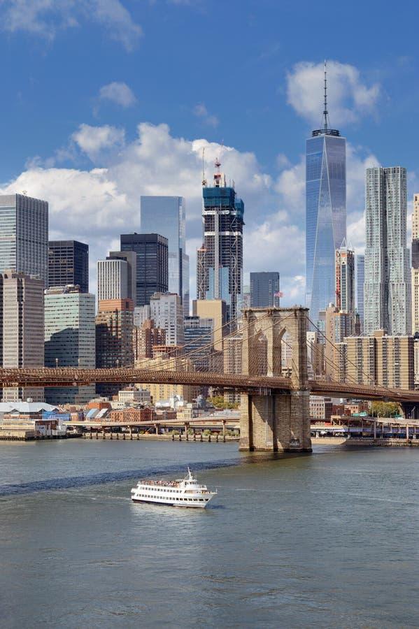 Lower Manhattan en el d?a soleado imagen de archivo