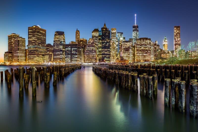 Lower Manhattan en la oscuridad fotos de archivo