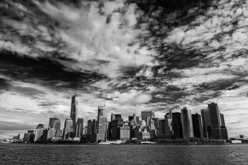 Lower Manhattan från havet arkivfoto