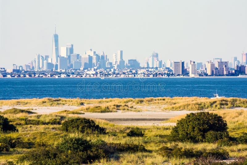 Lower Manhattan från Sandy Hook arkivbilder