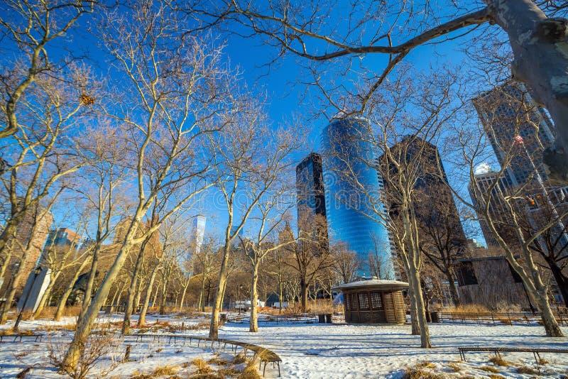 Lower Manhattan sikt från batteriet parkerar, New York royaltyfria bilder