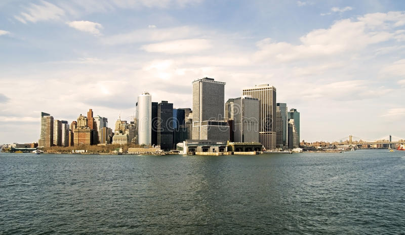 Lower Manhattan und East River lizenzfreie stockfotografie