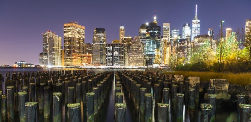 Lower Manhattan von Brooklyn-Pier stockfotos