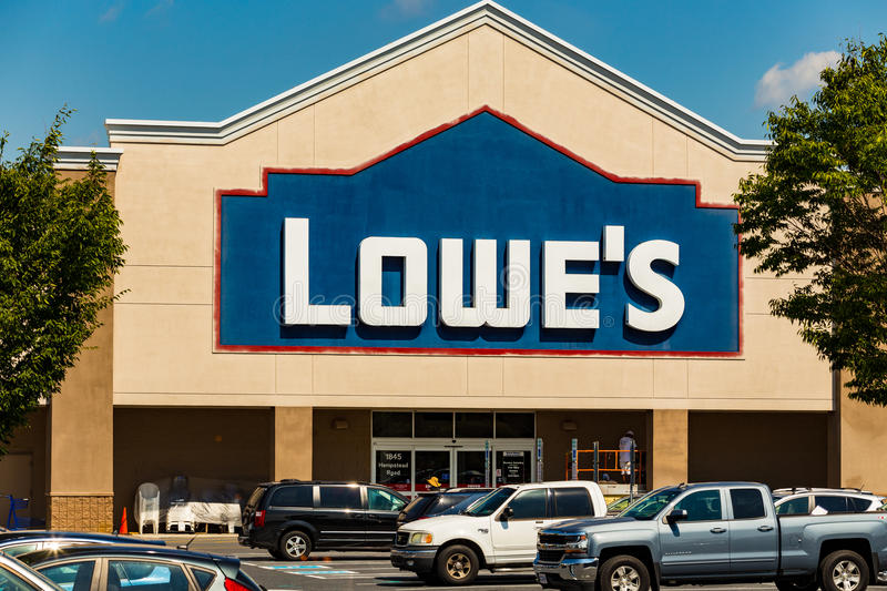 Lowes Retail Store Sign. Lancaster, PA - September 7, 2016: A Lowes American Home Improvement and building supplies retailer store in Lancaster stock photo