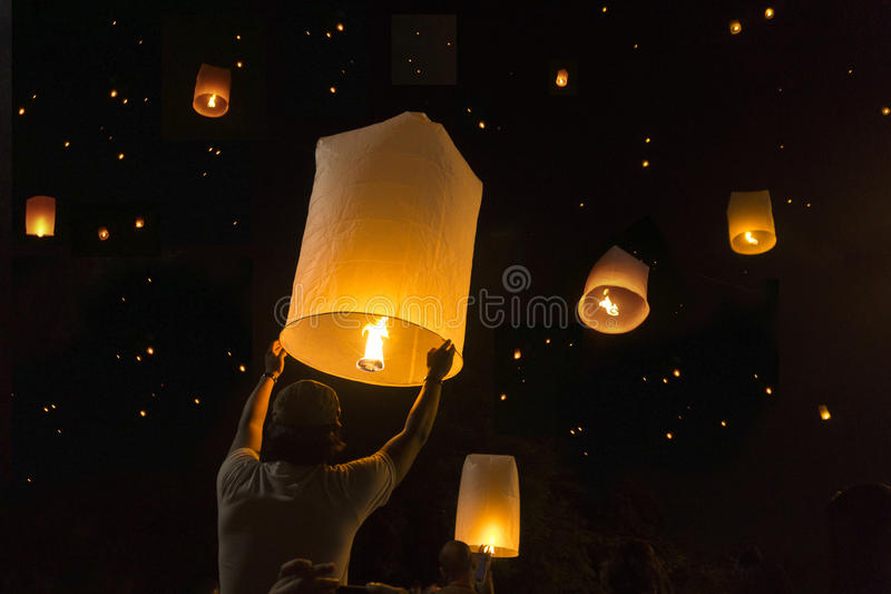Loy Krathong节日气球火或yeepeng泰国 库存图片