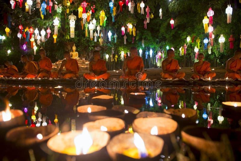 Loy Krathong Festival da cerimônia Tailândia das luzes imagem de stock royalty free