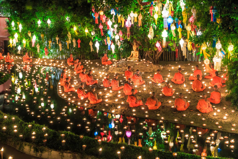 Loy Krathong festival på Wat Pan Tao arkivbilder