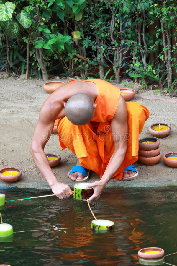 Loy Kratong Festival, Buddha lizenzfreies stockfoto