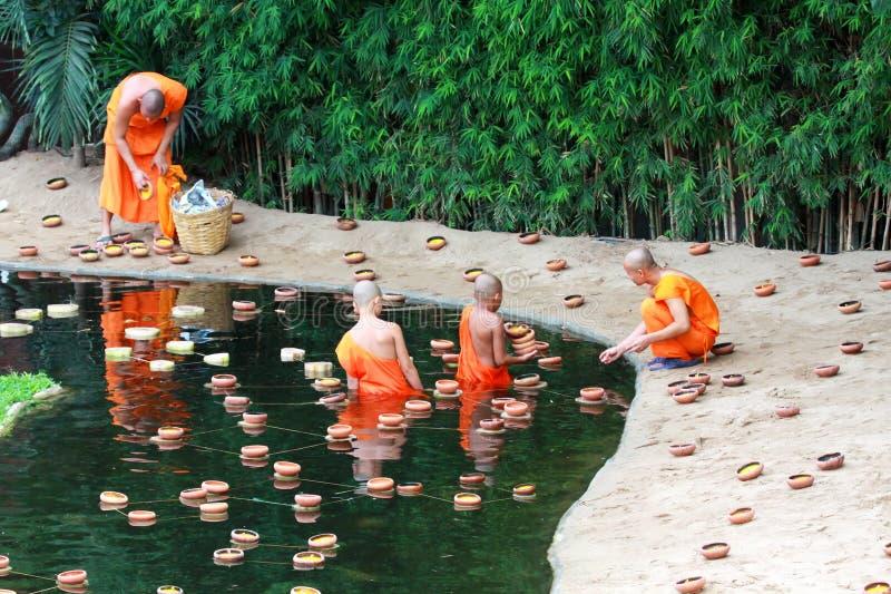 Loy Kratong Festival, Buddha lizenzfreie stockfotografie