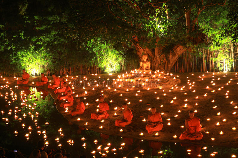 Loy Kratong Festival, Buddha lizenzfreie stockfotos