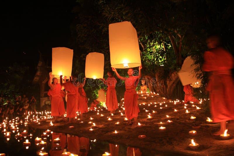 Loy Kratong Festival, Buddha lizenzfreie stockbilder