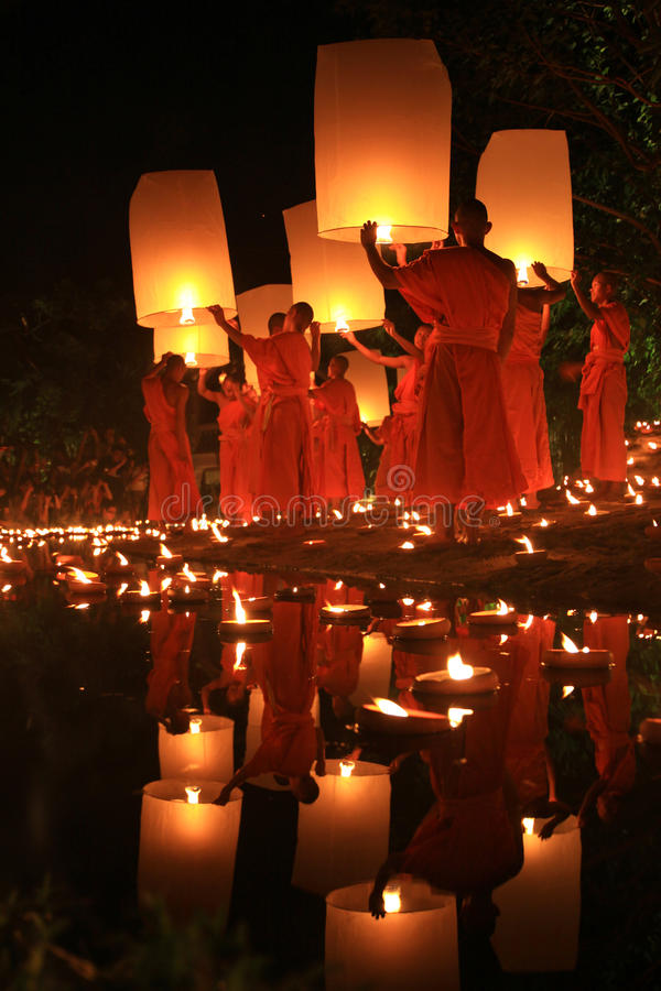 Loy Kratong Festival, Buddha stockfotografie