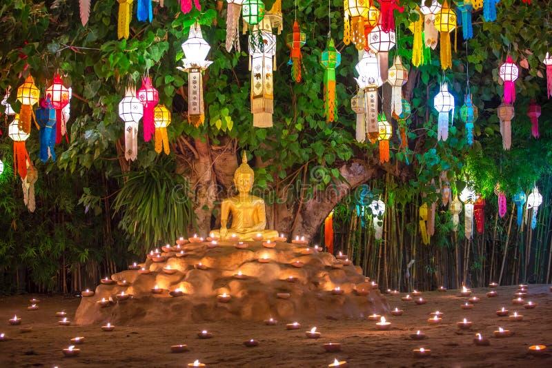 Loy Kratong Festival em Wat Pan Tao Temple imagens de stock royalty free