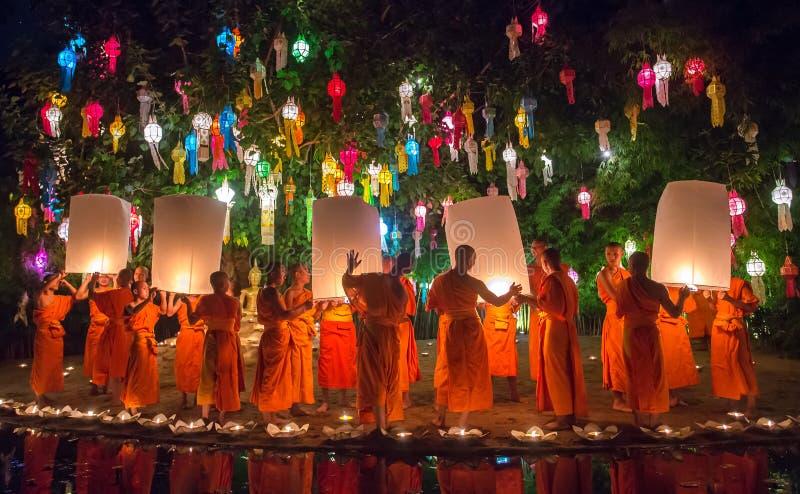 Loy Kratong Festival in Phan Tao Temple, Chiangmai, Tailandia fotografie stock libere da diritti