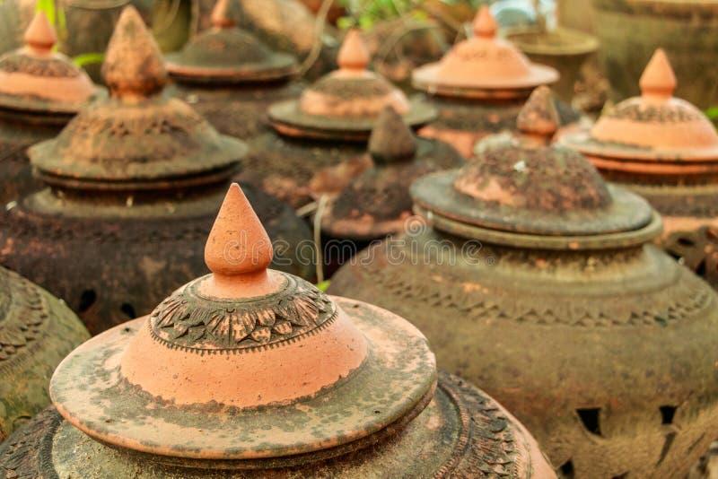 Loza de barro hecha a mano tailandesa fotos de archivo libres de regalías
