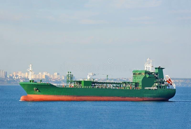 LPG (ciekłych rop naftowych gaz) tankowiec przy morzem zdjęcia stock