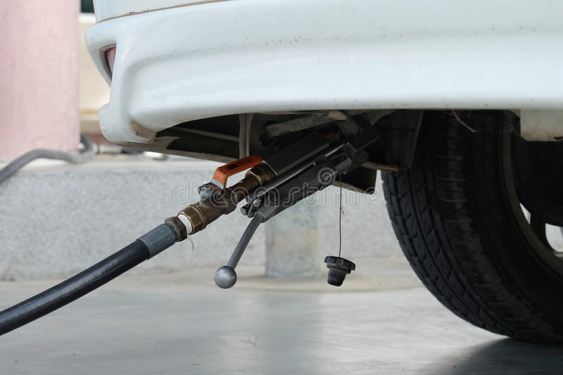 LPG de enchimento ao carro, (LPG) bomba de gás liquefeito do petróleo imagem de stock royalty free