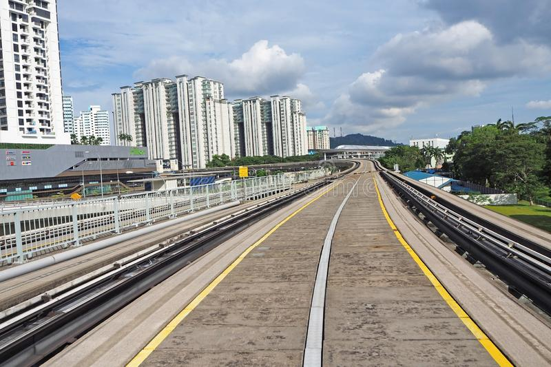 LRT火车轨道在新加坡,2018年5月属于大厦 库存照片