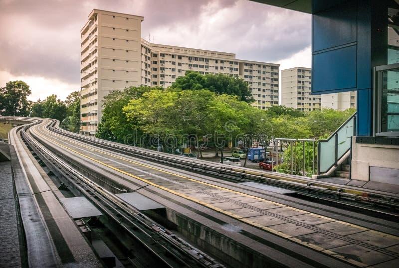 LRT驻地沿公开住宅住房公寓的轨道服务看法在武吉班让 免版税库存照片