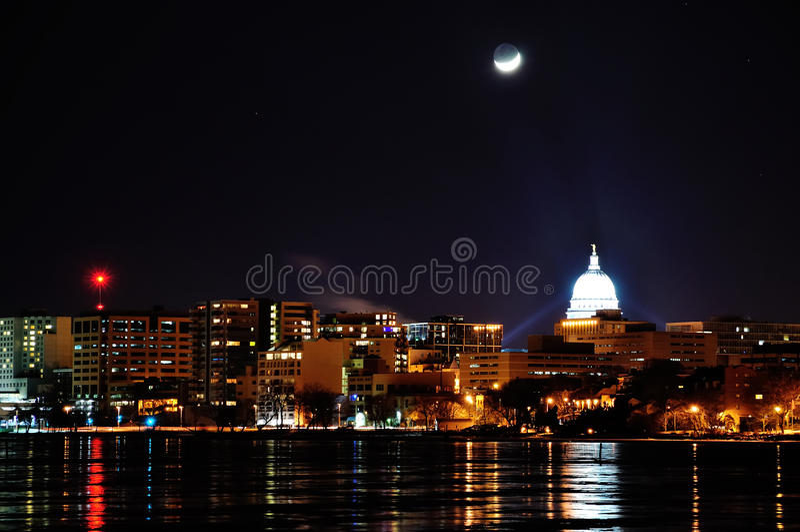 Lua ajustada sobre Madison fotografia de stock royalty free