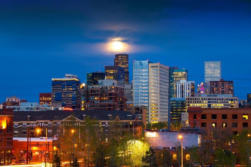 Lua cheia acima de Denver imagens de stock royalty free