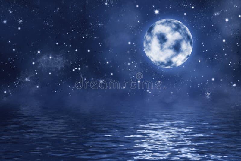Lua cheia com as estrelas e a nebulosa de brilho brilhantes sobre a água com ondas ilustração do vetor