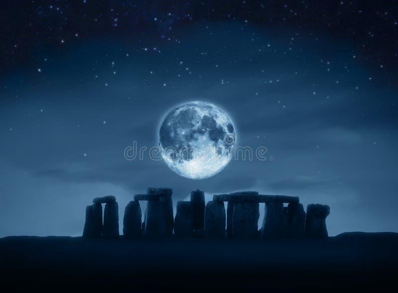 Lua cheia de Stonehenge fotografia de stock