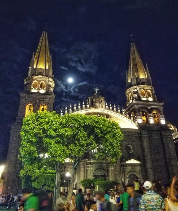 Lua cheia e catedral de Guadalajara foto de stock royalty free