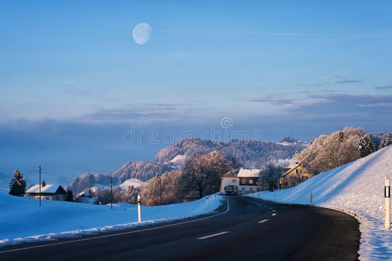 A lua com nascer do sol fotografia de stock
