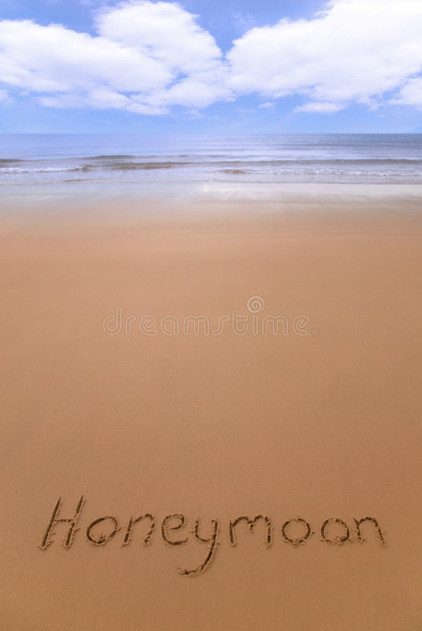Lua de mel na praia. foto de stock royalty free