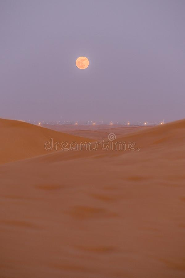 Lua do deserto de Dubai fotos de stock