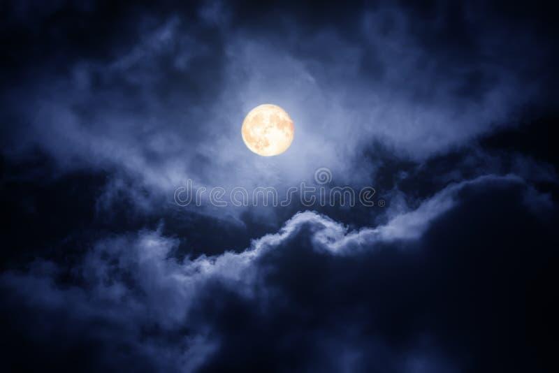 A lua no céu escuro foto de stock royalty free