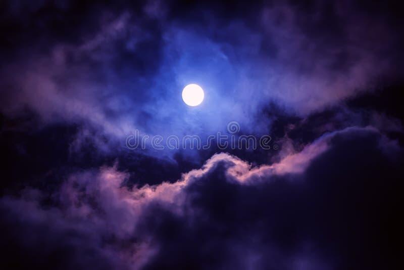 A lua no céu escuro fotografia de stock