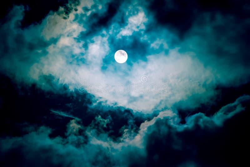A lua no céu escuro imagens de stock royalty free
