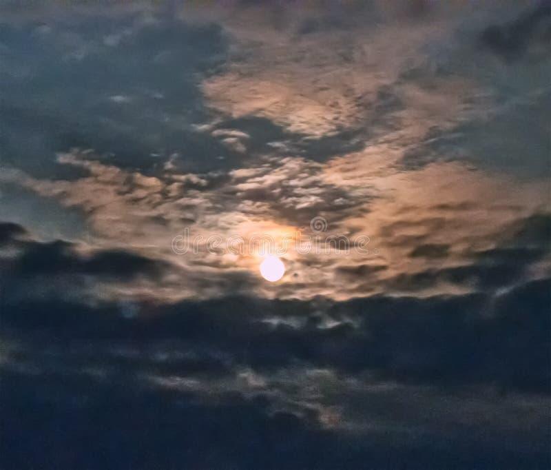 A lua olha com uma abertura nas nuvens fotografia de stock